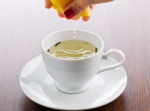 Natural sore throat remedies: squeeze lemon in warm water with honey